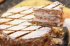 Это именно то, что принято называть Наполеоном в англоязычной кулинарной литературе. Есть два варианта его исполнения. Первый - прямоугольный торт (или пирожные) с глазурью и шоколадными полосками. Второй - круглый, который я и приготовил, с выжженой на сахарной пудре сеткой. В рецепте много…