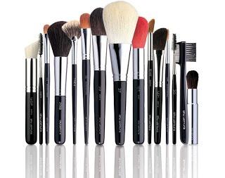 Schone make-up kwasten in vijf stappen