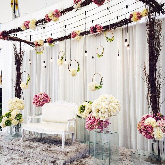 Reception Dais for Shahrul Wedding by #muasmo #wedding #weddingplanner #malaywedding #flower #flowers #floralarrangement #pelamin