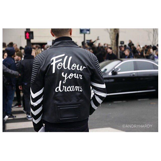 Great picture ! #andreaporro #inconcepto #leather #jacket #paint #unqiue #streetstyle #fashion #menswear #paris #pictureoftheday #brand #concepto #conceptoline