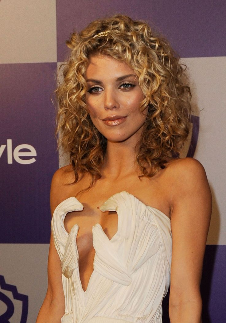 annalynne mccord - curly hair cut