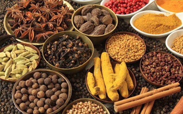 Συλλέκτης βοτάνων: Τα 10 μπαχαρικά και βότανα που βοηθούν στην απώλεια βάρους
