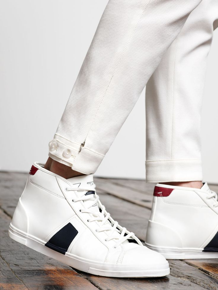 ZARA MAN - LOOKBOOK - WHITE PATTERNED WEAVE TROUSERS WITH CUFFS 199.90 lei SELECT SIZE    ANKLE BOOT WITH STRIPE DETAIL 229.90 lei