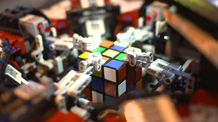 LEGO Robot breaks the Rubik's Cube World Record