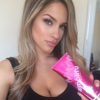 New blog post is up about home tanning using @fakebakeunited go check it out at giorgiarosella.com ☺️