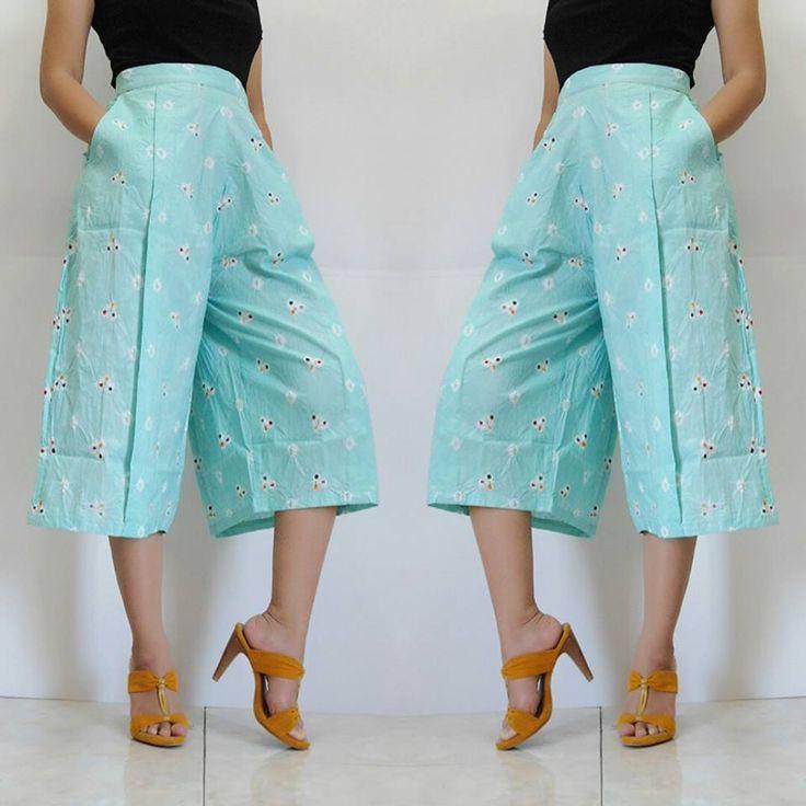 ✿ Cullote Midi Pamela ✿ Kode : Jumputan Toska mint Bahan : Katun Proses Batik Jumputan Asli handmade (Bukan Sablon/Printing) Ukuran : SIZE M - Lingkar Pinggang : 76cm (Tanpa karet) - Lingkar Pinggul : 102cm - Panjang : 72cm Harga : 215rb Detail Product ---> - Resleting belakang •ˆ⌣ˆ• HIGH RECOMMENDED & LIMITED EDITION •ˆ⌣ˆ• ► STOK 1 PCS heart emoticon RESELLER WELCOME SMS / WA : 081-314115463 https://www.tokopedia.com/neo-lives/cullote-midi-pamela-4