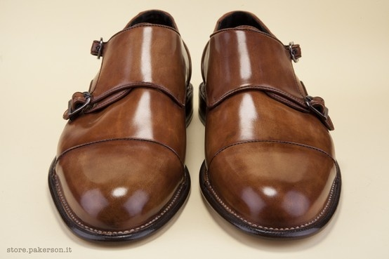The ancient Norwegian construction technique makes the upper a decorative motif over the authentic Italian leather sole. - L'antica lavorazione artigianale Norvegese fa della tomaia un motivo decorativo sulla suola in vero cuoio italiano.  http://store.pakerson.it/man-buckle-shoes-33005-wood.html
