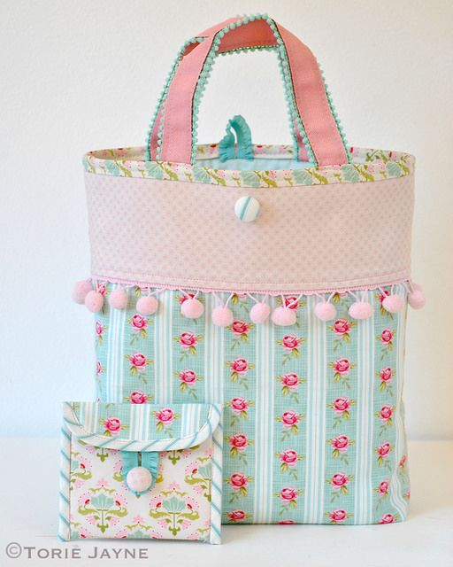 Pom pom trim bag sewing tutorial #sewing - So cute for a little girl?