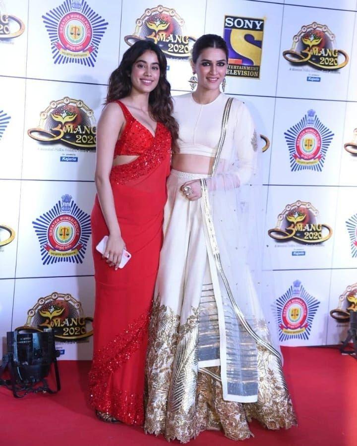 Kriti Sanon Aces The Traditional Look In Ivory Lehenga At Umang 2020 Hungryboo Lehenga Traditional Looks Bollywood Actress