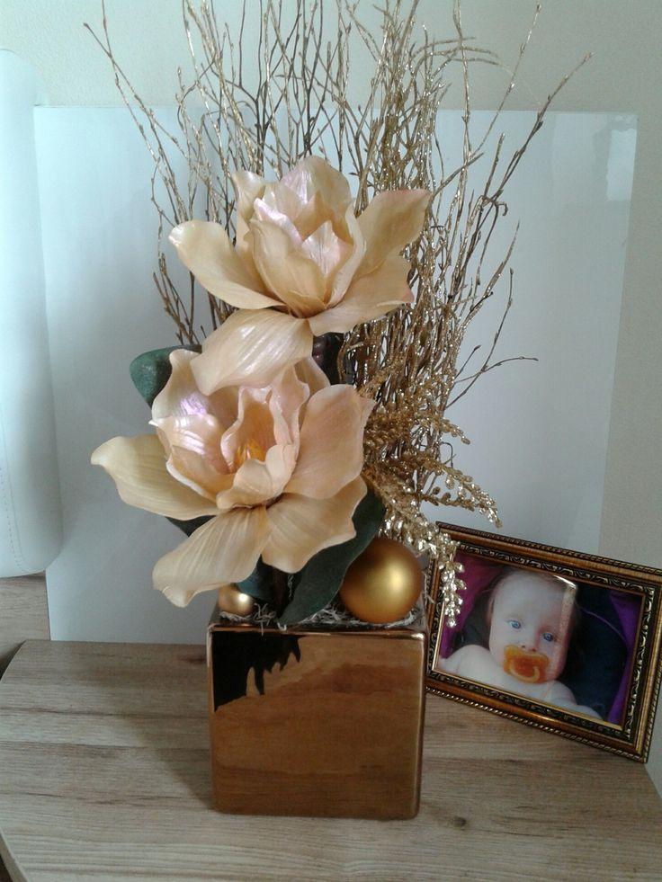 Vánoční+dekorace+s+magnolií+Moderní+vánoční+dekorace+s+magnolií+.Výška+55cm,délka+20cm,šířka+22cm.