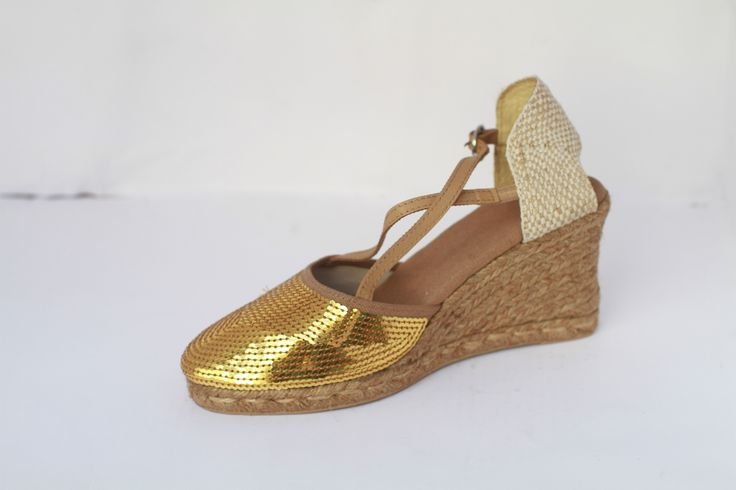 Everyone deserves some glitter with some roughness. Ladies get this stylish shoe from http://modevoila.com/index.php?route=product/product&path=17_62&product_id=68