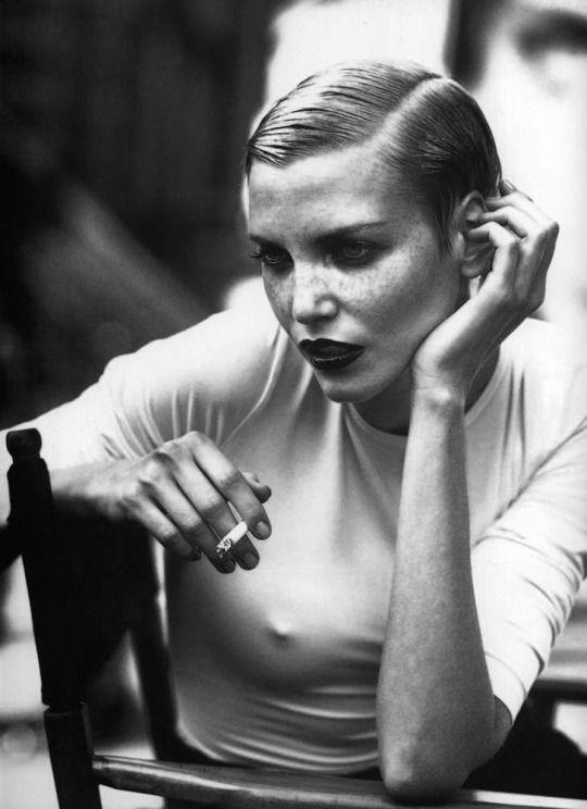 Nadja Auermann fotografiert von Peter Lindbergh für Kathleen Madden Campaign F / W 1996/1997