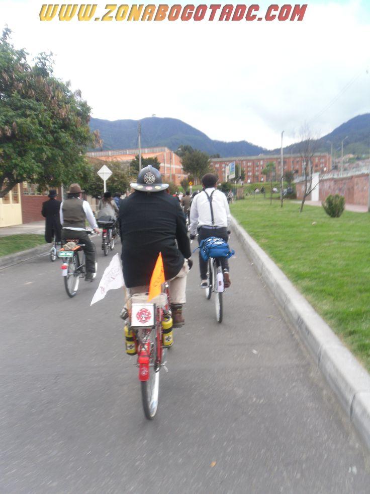 Bombero en el Ciclopaseo Cachaco 2014