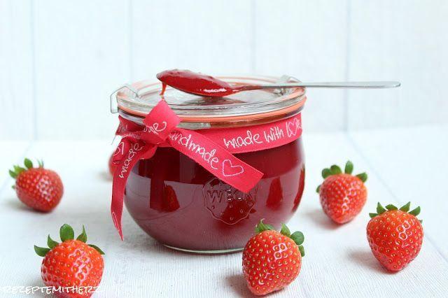 …gutes kann sooo einfach sein :) Ihr benötigt: 900 g Erdbeeren 300 g Gelierzucker 3:1 1/2 TL Vanila Bean Paste Erdbeeren putzen und entkelchen. Zusammen mit dem Zucker und der Vanille in den …