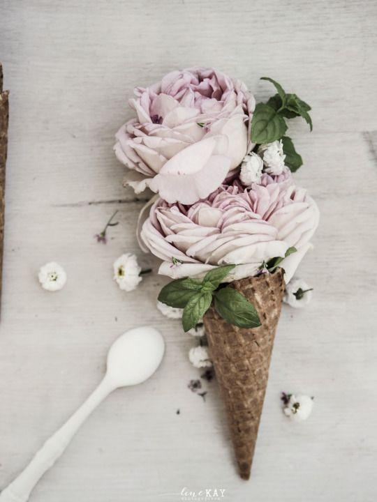 http://vintagepiken.blogspot.gr/2014/07/a-scoop-of-roses.html