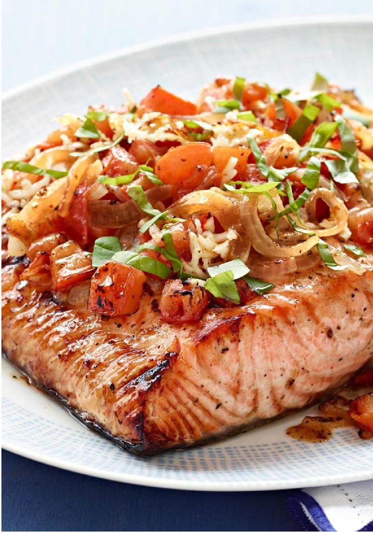Perfect Grilled Bruschetta Salmon – No need for a baguette to make this tasty bruschetta! In this version, chopped tomatoes, garlic and basil top a perfectly grilled salmon fillet.