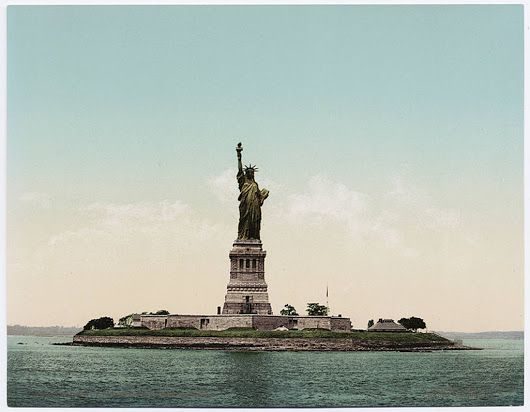 28.10.1886 - US President Grover Cleveland officially He unveiled the Statue of Liberty in New York.