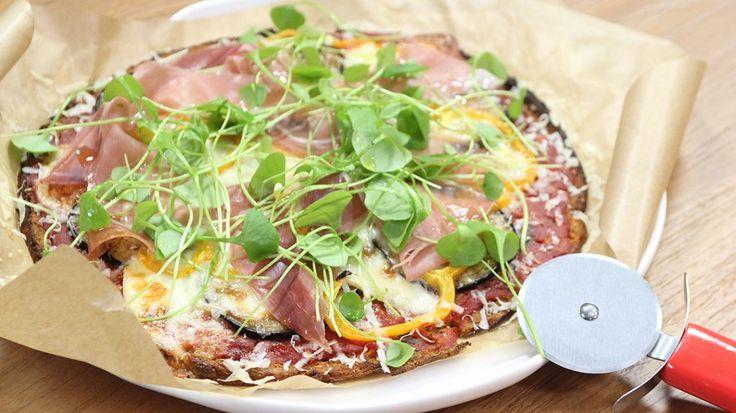 Op reis met Hilde De Baerdemaeker: glutenvrije pizza met bloemkool, taleggio en aubergine | VTM Koken
