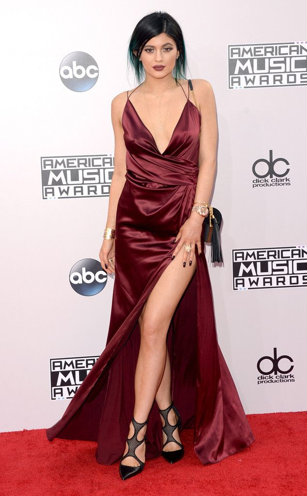 All burgundy everything, Kylie Jenner! Kylie is rocking this American Music Awards 2014 red carpet look!