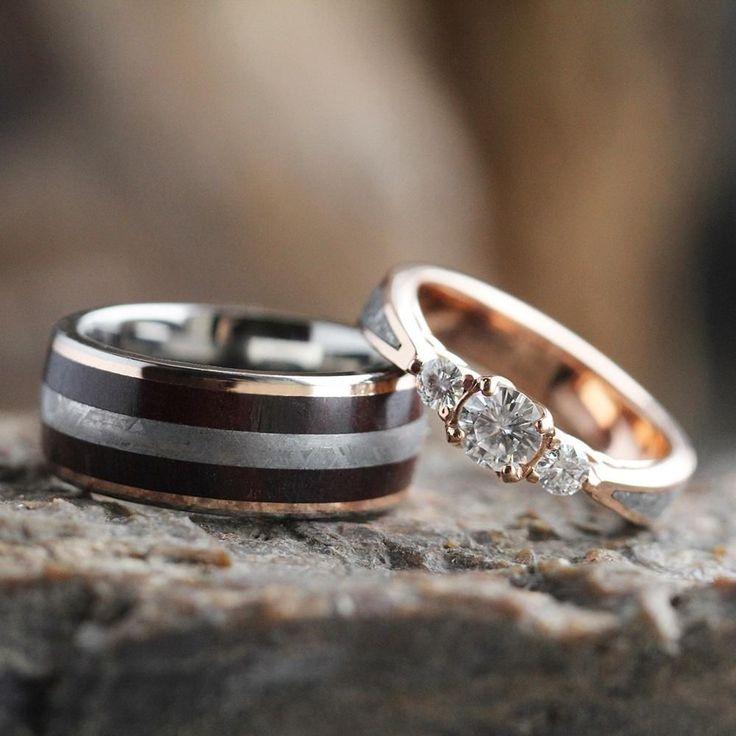 Conjunto de anillo de bodas de meteorito, anillo de compromiso de Moissanite con banda de boda de madera petrificada-3552   – The ring