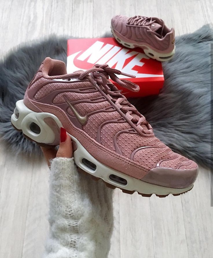 Nike Air Max 95 rosa/white // Foto: nawellleee |In…