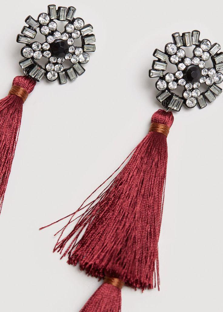 Σκουλαρίκια κρεμαστά με φουντίτσες | MANGO ΜΑΝΓΚΟ