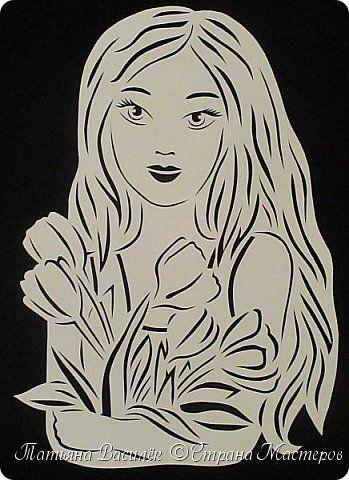 День весенний, Суетливый, День весёлый И красивый — Это мамин день. День торжественный, Парадный, День подарочный, Наградный — Это мамин день! День взволнованный, Прилежный, День цветочный, Добрый, нежный — Это мамин день!  (Михаил Садовский)  Для праздничного оформления окон вырезала портреты мам. Использовала рисунки из детских раскрасок... фото 6