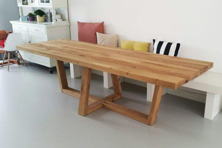 ZWAARTAFELEN I Zomers geheel met tafel van Zwaartafelen I #interieur #interior  #tafel #eiken #hout I www.zwaartafelen.nl