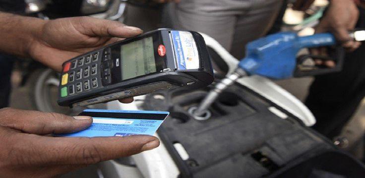 पेट्रोल पंप मालिकों और बैंकों के बीच कार्ड पेमेंट को लेकर शुरु हुआ विवाद फिलहाल सुलझ गया है. 13 जनवरी तक अब पेट्रोल पंप पर डेबिट और क्रेडिट कार्ड से पेमेंट करने में लोगों को कोई परेशानी नहीं होगी. बैंकों ने ट्रांजेक्शन चार्ज लेने का फैसला टाल दिया है. आगे क्या होगा इसे लेकर जलद …