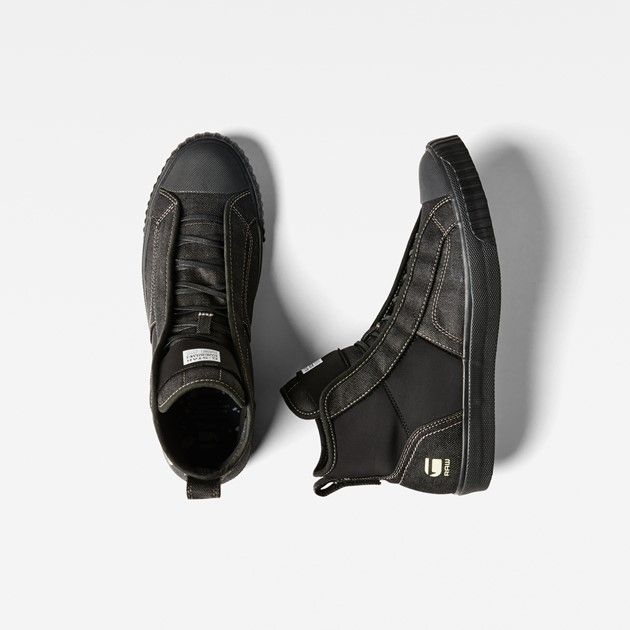 Infused with a Japanese streetwear feel, this progressive trainer brings together a neoprene upper and vulcanized rubber sole.
