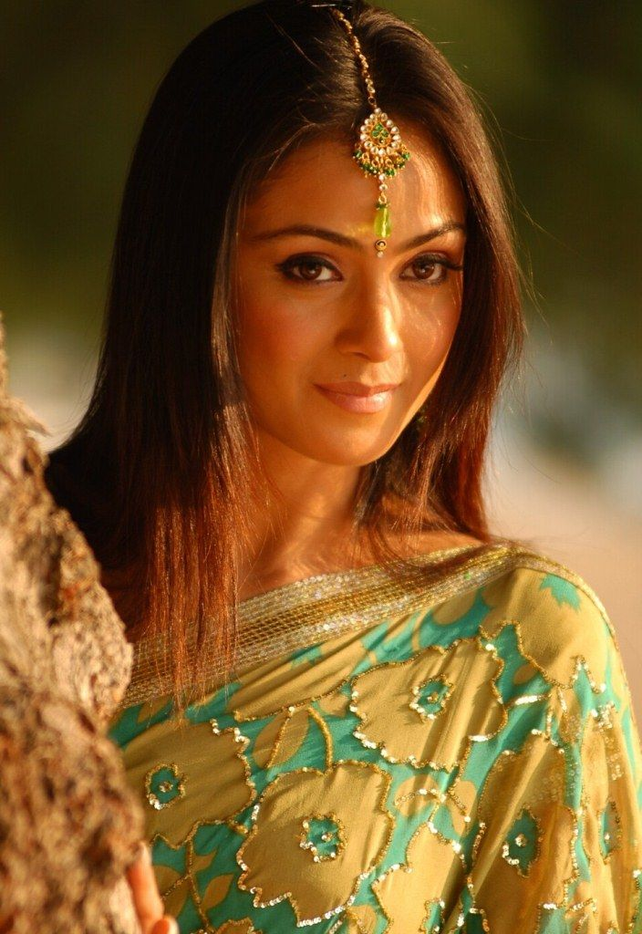 Rishibala Naval famous as Simran is an Indian actress who works in Hindi, Tamil and Telugu films. She was born on April 4, 1976 in Mumbai, India to Ashok Naval and Saradha.
