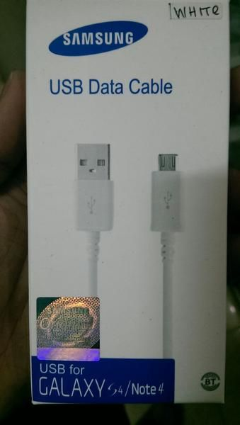USB Data Cable for Galaxy Note 4 & S4, bs jg U/ Samsung type lain dan U/Merk BB, Sony, HTC, LG, ASUS, Nokia, Lenovo, XiaoMi, Android and Smartphone.  Data Cable for synchronizing and recharging - USB 2.0 - compatibleport - Data synchronization - Charges phone from your computer - Charges phone from a USB charger - Compatible with phones with a micro USB connector  Pembelian qty, harga bisa di nego yah bro, sis, agan, boss and guysss....  Pembelian bisa di ambil, atau di kirim via tiki, j...