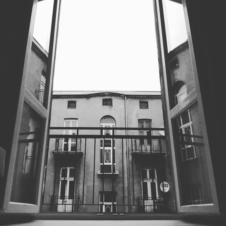 Lol. Znalazłem okno. #blackandwhite #old #dark #window #balcony #oldtown #house #home #gates #mirror