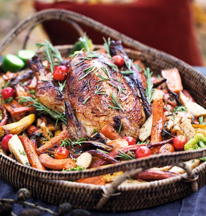 Ha gärna en termometer till hands när du gör kyckling i ugn, då blir den aldrig torr och överstekt.  6 personer  Tid: 1 timme och 20 minuter  Ingredienser:  4 msk smält smör  4 msk...