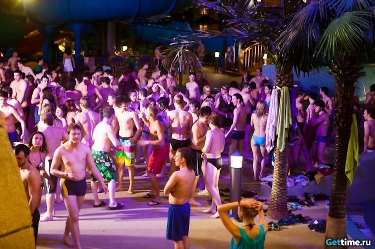 ночные вечеринки в аквапарке / night parties at the water park