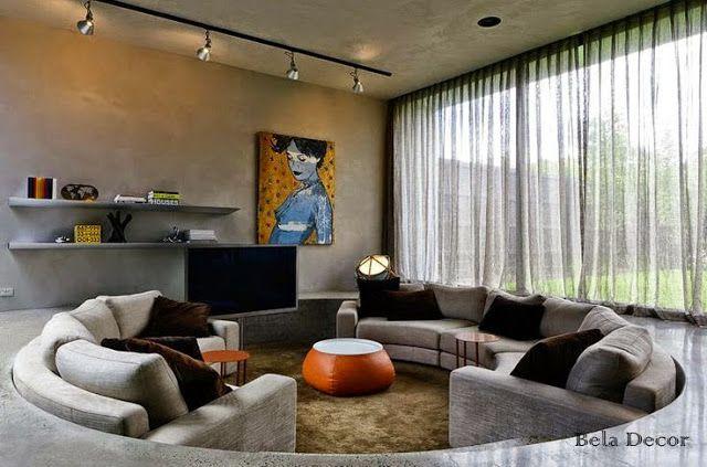 Esta Sala Possui Um Rebaixo No Piso, Onde Acomoda O Sofá No Mesmo Formato.