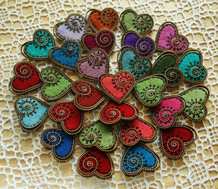Tutorial for making a felt and zipper heart brooch PDF. via Etsy.