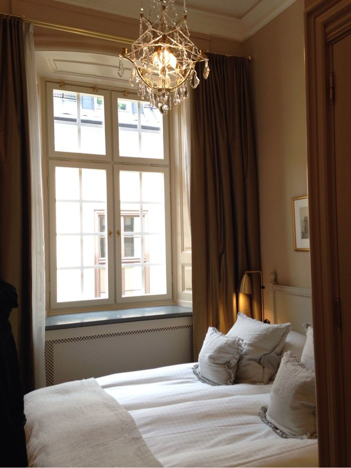 Hotel Kungsträdgården in Stockholm | #gustavian, #scandinavian #bedroom #yellow #nature #swedish #brass #toneontone. Styling Garbo Interior. Photo: Ann-Charlotte Jönsson | stiligahem.se