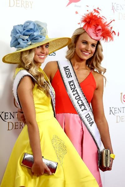 Miss Kentucky Teen USA, Caroline Ford, and Miss Kentucky USA, Katie George, show their colors at the 2015 Kentucky Derby.