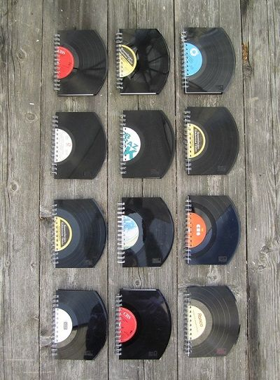 Risako valmistaa vanhoista LP-levyistä sekä muistikirjoja että kalenterimuistioita.