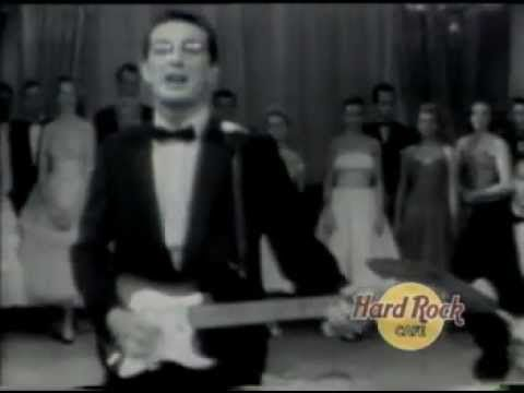 Buddy Holly - Peggy Sue (American Bandstand) A bit before my time, but mom had the record. I danced to this like a wild child. (blush)