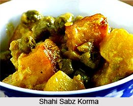 The name Shahi Sabz Korma itself suggests a royal grace with ivory-white appearance and shimmering glaze. The vegetables are carefully chosen so that they will go perfectly with the flavouring. For the recipe visit the page. #food #vegetables #recipe