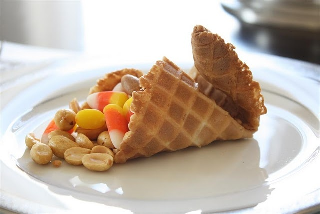edible cornucopiaHoliday Ideas, Thanksgiving Crafts, Thanksgiving Ideas, Food, Sugar Cones, Edible Cornucopia, Daily Obsession, Waffles Cones, Ice Cream Cones