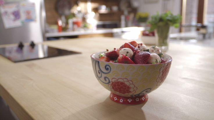 Salade de fraises et bocconcinis et limonade rose | Cuisine futée, parents pressés