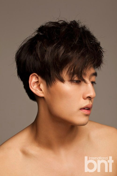 Kang Ha Neul - I'm never the type to be a fan of shirtless photos, but this one is modest, and Ha Neulie's face... <3