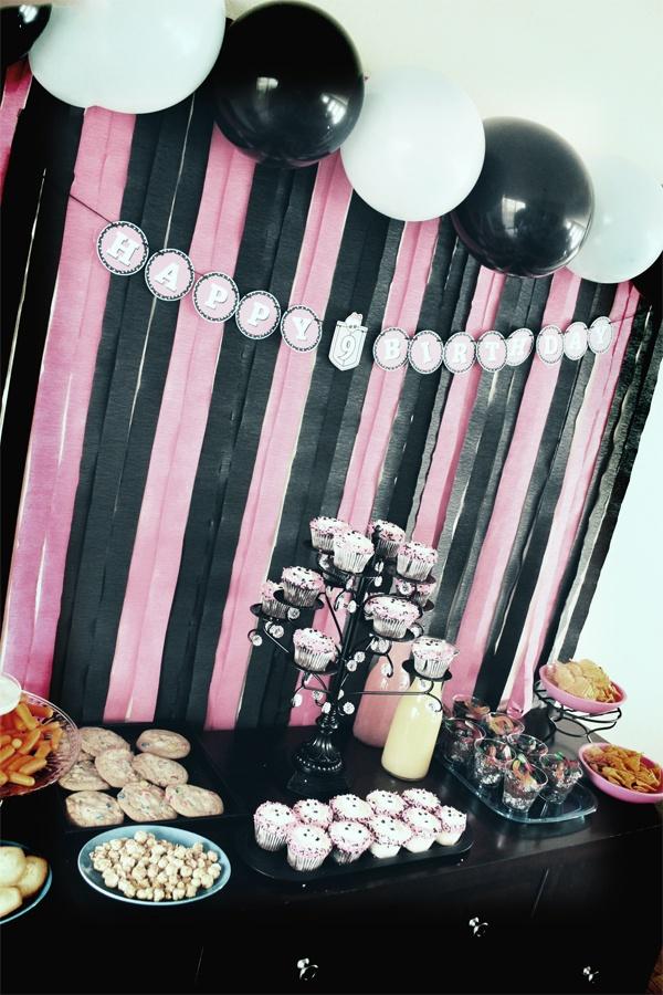 2088 best monster high party images on pinterest monster for Desserte salon