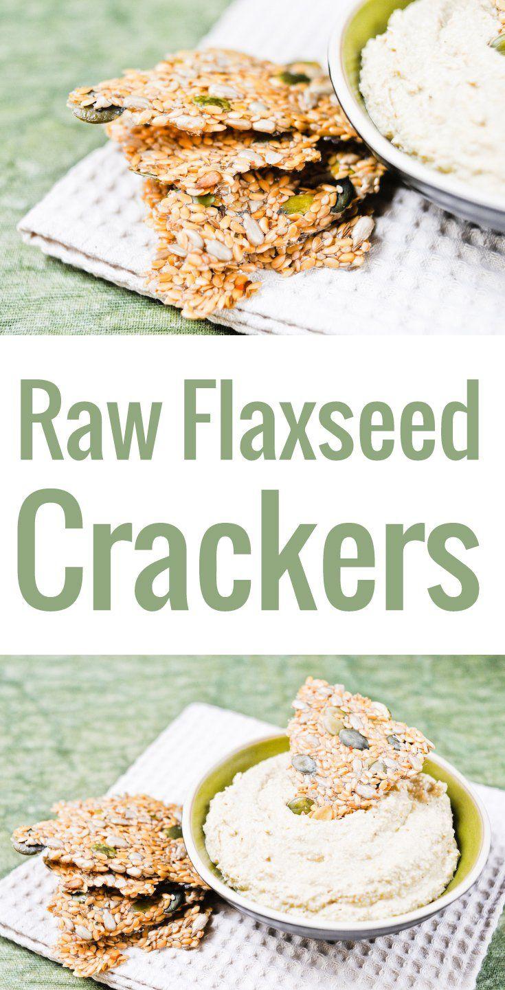 Un snack délicieux et super sain ! La recette simple et facile pour faire des crackers crus aux graines de lin, dans un déshydrateur ou au four.