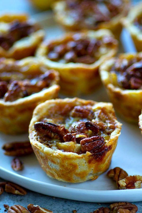 Diese Mini-Karamell-Apfel-Pekannuss-Torten kombinieren das Beste aus beiden Kuchenwelten …   – Bloggers' Best Baking Recipes