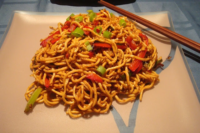 Addictive stir-fried Shanghai noodles.