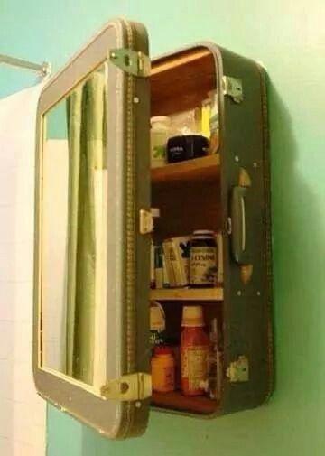 Badschränkchen aus altem Koffer